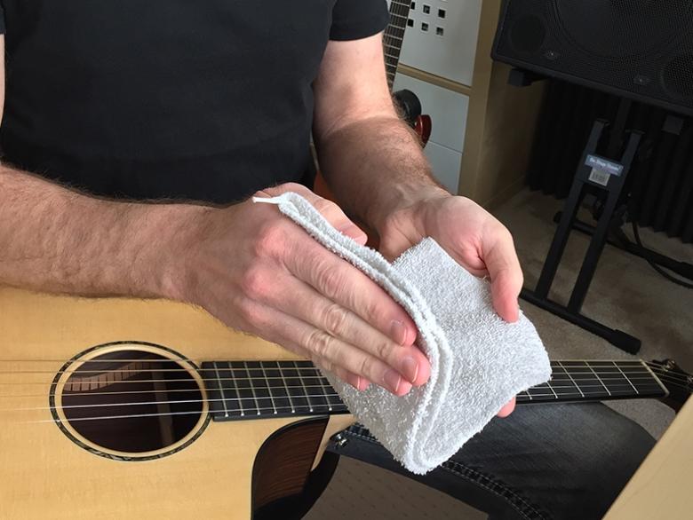 Clean Guitar Strings